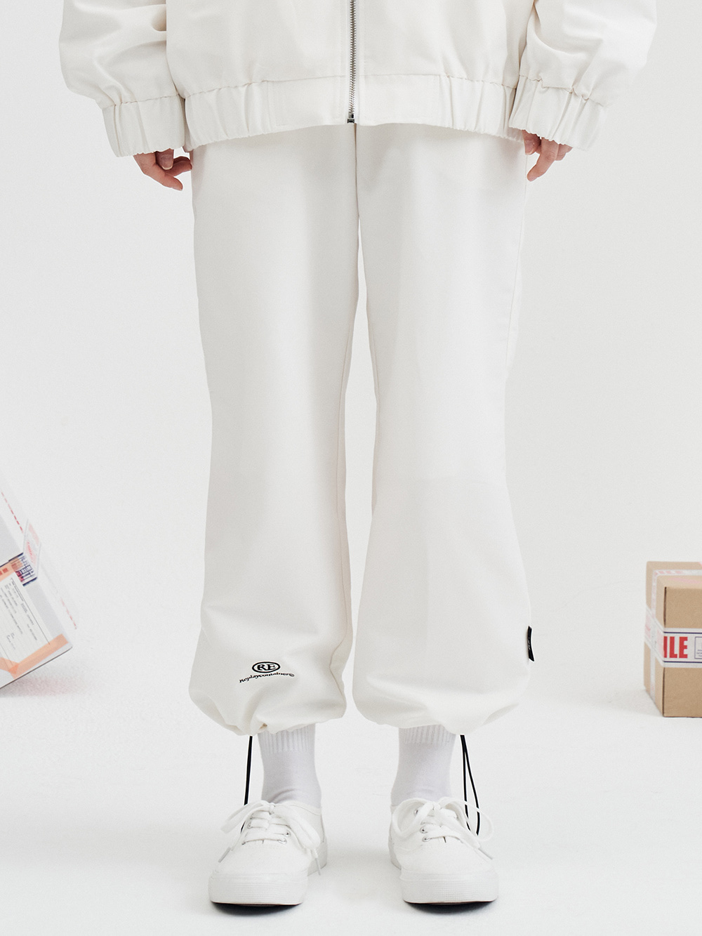 RE capsule logo track string pants (white)