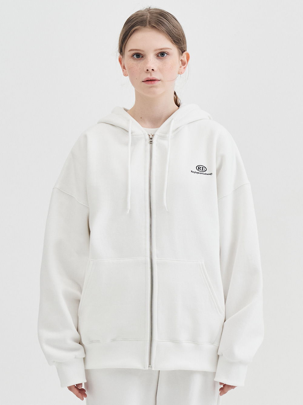 RE capsule logo zip-up hoody (off-white)