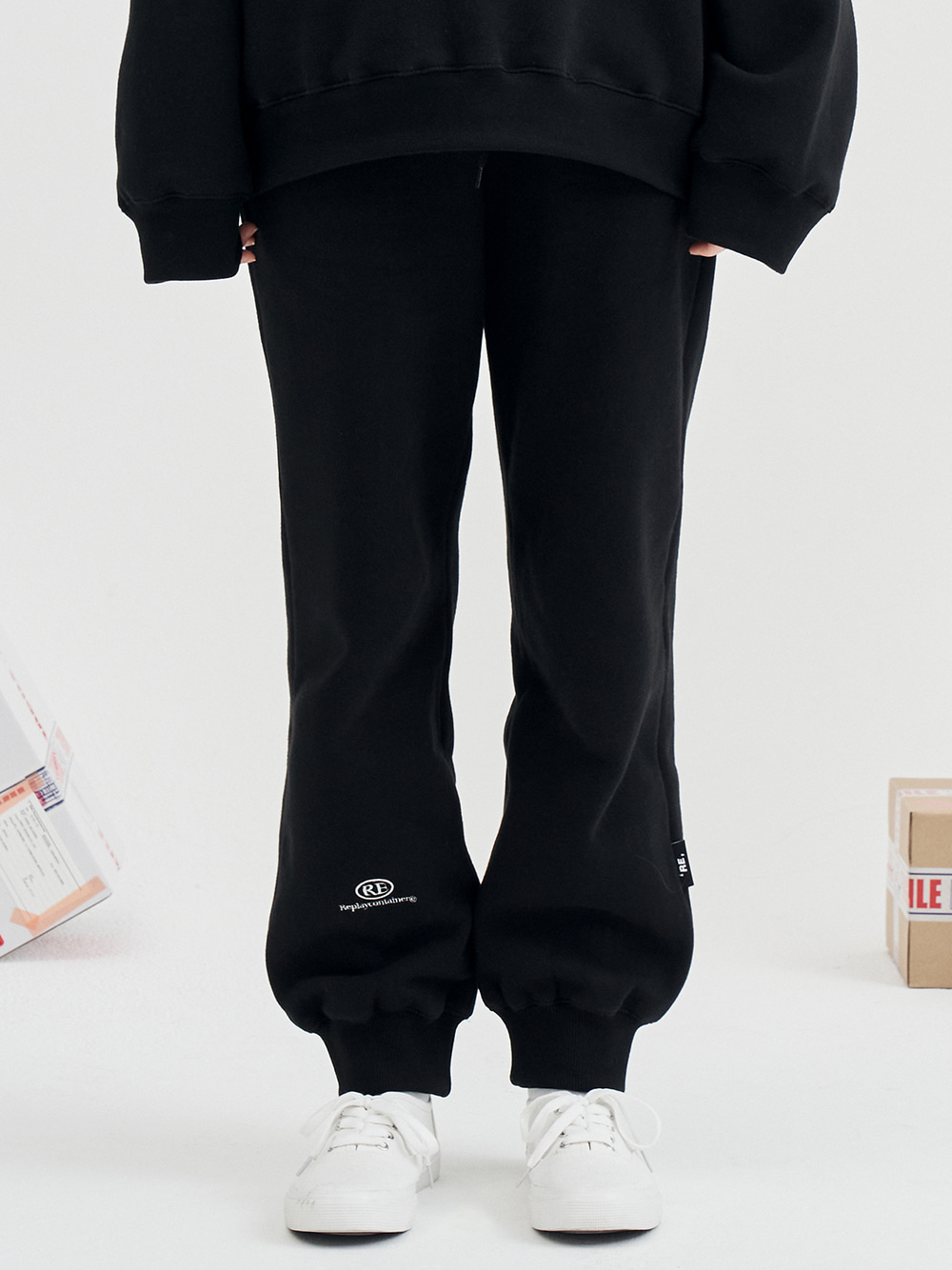 RE capsule logo jogger pants (back) [9/25 delivery]