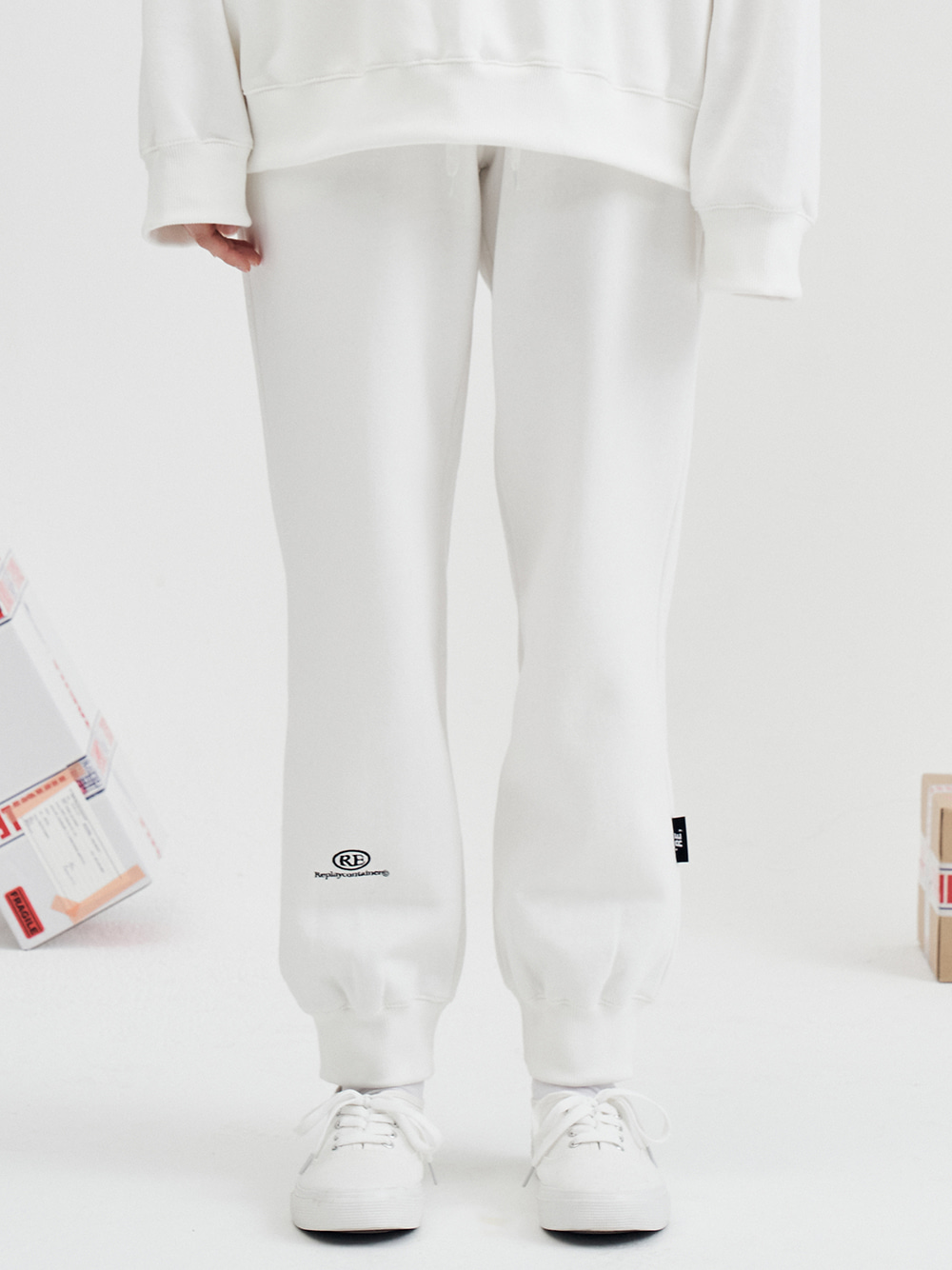 RE capsule logo jogger pants (off-white)